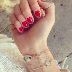 nail art con cuoricini disegnati sulle unghie