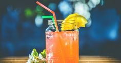 As summertime nears, we're dreaming of our favorite refreshing cocktails. And what could be better than collagen-infused drinks with friends? While collagen won't make these cocktails a healthy drink… Best Juicing Recipes, Healthy Juice Recipes, Healthy Juices, Healthy Drinks, Keto Recipes, Anti Pickel Creme, Juice Cleanse, Juice Diet, Body Cleanse