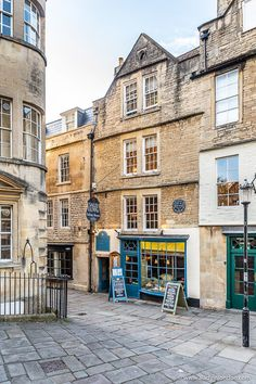 A historic street with shops in Bath, England. This is one of the best day trips from London. The home of Sally Lunn bun Best Places To Travel, Cool Places To Visit, Great Places, Shops In Bath, Bath Town, Bath Uk, Day Trips From London, London Blog, Europe