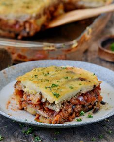 Delicious lentil moussaka with eggplant and potatoes. This popular Greek . - Delicious lentil moussaka with eggplant and potatoes. This popular Greek dish can easily be made wi - Vegetarian Cooking, Vegetarian Recipes, Healthy Recipes, Healthy Foods To Eat, Healthy Eating Tips, Gluten Free Recipes, Gourmet Recipes, Vegan Moussaka, Vegan Recipes Plant Based