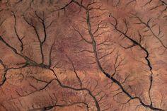Guy Laliberté, Tchad, désert du Sahara, près de Faya Largeau, 2009 (photo prise de l'espace)