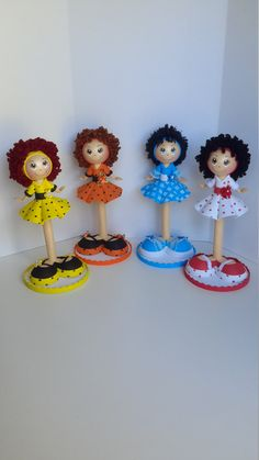 Fofucha Pen Doll by DistinctionAndDetail on Etsy Diy Crafts For Gifts, Foam Crafts, Diy Crafts Phone Cases, Quilling Dolls, Pen Toppers, Clothespin Dolls, Felt Dolls, Cold Porcelain, Handmade Flowers