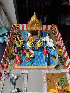 Golu dolls Homemade Dolls, Indian Dolls, 3d Quilling, Indian Folk Art, Temple Wedding, Tissue Paper Flowers, Wedding Crafts, New Hobbies, Deities