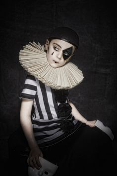 Circus Vintage, Vintage Circus Costume, Vintage Kids, Circus Clown, Circus Theme, Circus Photography, Conceptual Photography, Circus Fashion, Pierrot Clown