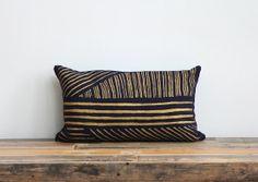 Karnataka pillow cover hand printed in Metallic gold on navy blue organic hemp 12x21 lumbar op Etsy, 56,29€