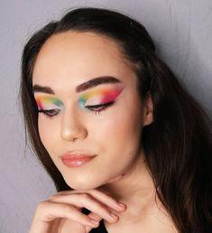 11. Tag meiner Makeup Challenge: FARBEN!  Die Zeit vergeht so schnell haha schon der 11. Tag😮 Ich seh aus wie ein Papagei oder Regenbogen haha suchs dir aus😜 Die einzige Farbe, die ich im Alltag auch trage, ist rosa 🤔😁 Trägst du auch eine Farbe, die du hier auf meinem Auge siehst?  ____________________________________ Verwendete Produkte⠀ 👶🏼Gesicht:⠀ @nyxcosmetics_austria Borm to glow foundation in warm vanilla⠀ @nyxcosmetics_austria Born to glow concealer in vanilla⠀ @rimmellondonus… Makeup Inspo, Concealer, Haha, Challenge, Make Up, Eyes, Face, Rain Bow, Products