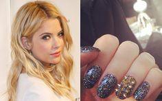 Dá para ser rock glam nas mãos também? Ashley Benson mostra que dá! Olha que incrível esta combinação de glitter + filha única com spikes!