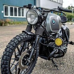 Browse a handful of my favorite builds - distinctive scrambler concepts like Bmw R100 Scrambler, Motos Bmw, Scrambler Motorcycle, Cool Motorcycles, Vintage Motorcycles, Motorcycle Gear, Bmw Cafe Racer, Moto Cafe, Cafe Bike