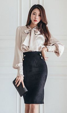 Getting well dressed is something challenging and stressful especially if there is a job interview. For women, there are lots idea of having good office outfits Secretary Outfits, Look Office, Office Wear, Blouse And Skirt, Bow Tie Blouse, Bow Skirt, Skirt Suit, Waist Skirt, High Waisted Skirt
