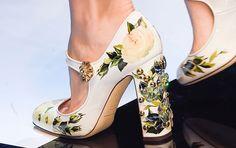 Dolce & Gabbana traz universo dos contos de fadas nos acessórios da coleção outono/ inverno 2017 - Glamour |