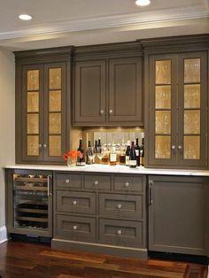 chriskauffman.blogspot.ca kitchen cabinet color?