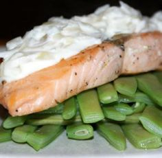 Fillets of salmon with wine sauce