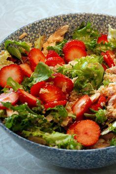 Salat med laks, quinoa og jordbær fra Bageglad.dk //// Salmon salad with quinoa and strawberries