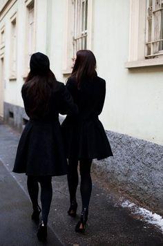 Elegant all black winter style