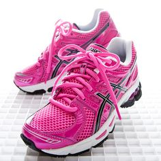 I have these! They are amazing! I run for all cancer survivors, especially my daughter!!!! #ASICS #BeaGOLDCookie