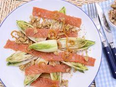 Receta | Ensalada con trucha ahumada, endivias, nueces y vinagreta de kumquat - canalcocina.es
