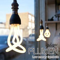 ゆるやかにねじれる蛍光電球「PLUMEN(プルーメン)」