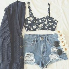 Ripped Short And Floral Blouse For Fall Outfit