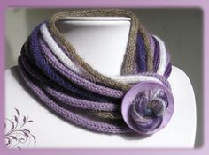 Spool knitting scarfLove the color combo Yarn Necklace, Knitted Necklace, Scarf Jewelry, Fabric Jewelry, Crochet Earrings, Crochet Hooded Scarf, Knit Crochet, Spool Knitting, Knitting Patterns