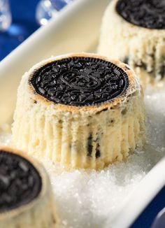 Oreo Upside Down Cheesecakes // Who doesn't LOVE Oreos? But Oreos in a cheesecake?  So delicious.