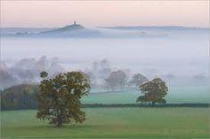 Photos of Glastonbury, Somerset Glastonbury England, Glastonbury Tor, English Countryside, Beautiful Space, Somerset, Mists, Witch, Mountains, Places