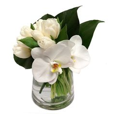 Floral Art White tulips, orchids and monstera leaves in 9 Tropical Floral Arrangements, Small Flower Arrangements, Orchid Arrangements, Small Flowers, Send Flowers, Design Floral Moderne, Modern Floral Design, Art Floral, Deco Floral