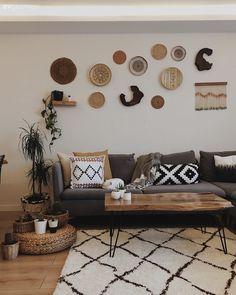 32 Shabby Chic Living Room Decor Ideas for a Comfy and Gorgeous Interior - The Trending House Wall Decor, Room Decor, Hall Carpet, Reclining Sofa, Corner Sofa, Sofa Set, Home Textile, Home Design, Wicker Baskets