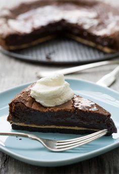 Chocolate Peanut Butter Chess Pie - Gooey and fudgy brownie batter pie with a ribbon of peanut butter, delicate crispy edges, and a chocolate cookie crust.