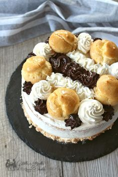 Delicious Desserts, Yummy Food, Profiteroles, Chocolate Treats, Yummy Cakes, Bakery, Cheesecake, Birthday Cake, Sweets