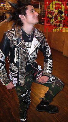 Punk Harajuku Fashion, Punk Fashion, Anti Fashion, Punk Mohawk, Punk Mode, Punk Guys, Estilo Punk Rock, Crust Punk, Punk Jackets