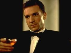 Ralph Fiennes in 'The English Patient' - so intense, lovely, heartbreaking and genius. Le Patient Anglais, Hugo Cabret, Joseph Fiennes, The English Patient, Day Lewis, Ralph Fiennes, British Actors, Good Looking Men, Gorgeous Men