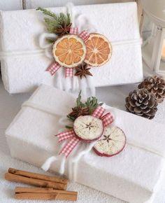 emballage cadeau original pour Noël 2017 papier kraft blanc oranges séchées idée déco cadeaux #Noël #christmasgifts