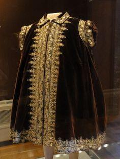 Mantle of Herzog Wilhelms V, ca. 1568.   BNM-Munich Inv Nr T4061