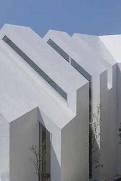 ASAHICHO CLINIC by hkl studio as Architects