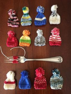 Ravelry: Stocking Cap Ornament pattern by Carolyn Kinghorn Ravelry: Stocking Cap Ornament-Muster von Carolyn Kinghorn Knit Christmas Ornaments, Crochet Christmas Decorations, Christmas Stocking Pattern, Knitted Christmas Stockings, Crochet Ornaments, Christmas Knitting Patterns, Holiday Crochet, Christmas Hat, Stocking Ornaments