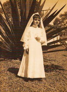 COMUNHÃO [Rocio] Maria do Rocio...Mafra, Casa paroquial atrás da Igreja NSa. do Bom Sucesso, Guaratuba, 1960 - Família Mafra