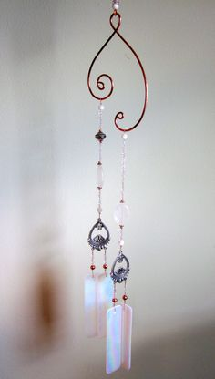 White Glass wind chime by Gathering Stars Diy Crystal Crafts, Glass Bead Crafts, Diy Arts And Crafts, Handmade Crafts, Crafts To Make, Glass Wind Chimes, Diy Wind Chimes, Mobiles, Wind Charm