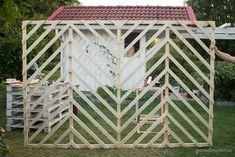 DIY garden trellises/privacy screens.   qandvictoria.wordpress.com Diy Trellis, Garden Trellis, Gazebo Pergola, Exterior Design, Privacy Screens, Chevron, Outdoor Structures, House Design, Victoria