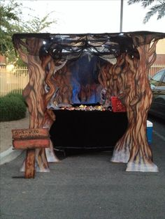 The Sherwood Forest trunk or treat in the back of a pickup. Cardboard and PVC with some black material for the truck bed. Halloween 2017, Holidays Halloween, Cute Halloween, Halloween Treats, Halloween Decorations, Halloween Costumes, Halloween Office, Holiday Costumes, Family Costumes