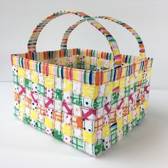 Fabric weaving has become very popular over the past few months, and we had a feeling that things would get three dimensional. Mathew of Mister Domestic took his weaving skills to the next level with this woven fabric basket! He utilized #FiestaFunFabrics by Dana Willard of MADE Everyday for Art Gallery Fabrics, and #Aurifil 28wt thread for all of the beautiful top stitching. For the full tutorial, please visit: https://misterdomestic.net/2017/03/18/woven-fabric-basket-tutorial/
