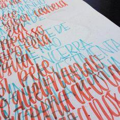 Caos. Detalhe de uma criatura nova que vem por aí! 👆👀 #caligraphy #caligrafia #handmade #handwriting #handwritten #handlettering #lettering #type #typography #tipografia #letras #letters #letrismo #letrista #poster #cartaz #art #design