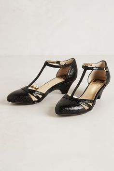perfect low heel black shoe #anthropologie