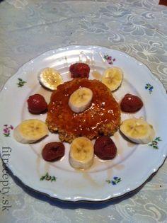 Ovseňáčik Budeme potrebovať: 40g ovsených vločiek 1 vajce Rôzne druhy ovocia podľa chuti (jahody, banán, ananás, marhule….) Javorový sirup Domáci lekvár (môj obľúbený je marhuľový) Olivový olej  Postup: Do misky si dáme vločky azmiešame svajíčkom. Na panvicu si dáme pár kvapiek olivového oleja avločkovú zmes dáme na panvicu , snažíme sa vytvarovať placku. Opečieme […]
