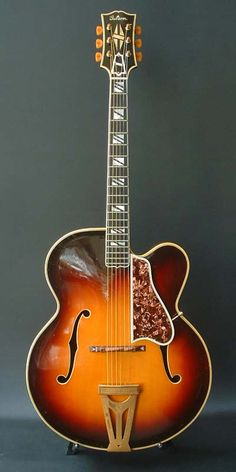 Gibson Super-400P (1941) Gibson only made 29 of this model from 1939 to 1941.