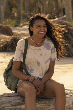 Obsessed with Kiara's style on Netflix's Outer Banks? Here's where to shop her beachy outfits, including her favorite necklaces. Dinner Outfits, Summer Outfits, Casual Outfits, Bank Fashion, Girl Fashion, Fashion Outfits, Style Fashion, Nike Shox, Surfergirl Style