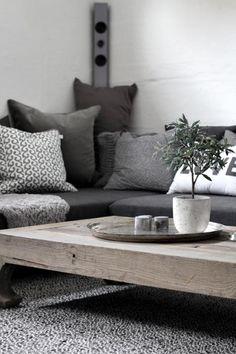 J adore les couleurs et le mixte des textures et des matériaux.....j adore le bois de grange!!!!! Cozy