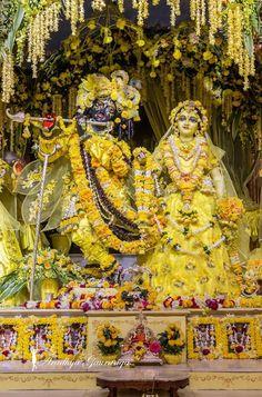 ISKCON Mayapur Deity Darshan 1 Feb 2017 (19) Radha Krishna Holi, Krishna Lila, Jai Shree Krishna, Radha Krishna Pictures, Krishna Photos, Hare Krishna, Radha Rani, Radhe Krishna Wallpapers, Lord Krishna Wallpapers