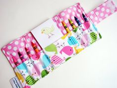 love these crayon wallets!! i want to make some for the girls before our Thanksgiving Road Trip! :)