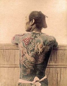 YellowKorner recommends a Photograph by KUSAKABE KIMBEI entitled PAYSAN TATOUÉ. Discover our Photograph in various dimensions with a selection of finishes, on the YellowKorner website Japanese Tattoo Symbols, Japanese Tattoo Art, Face Painting Tutorials, Face Painting Designs, Irezumi, Traditional Japanese Tattoos, Traditional Art, Yokohama, John Wright