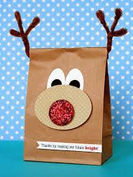 Christmas Crafts for Kids Christmas Crafts for Kids. Adorable crafts that will keep your littles ones happy and occupied and add a little holiday flair to your home. Diy Holiday Gifts, Holiday Crafts, Holiday Fun, Christmas Gifts, Christmas Art, Christmas Ideas, Wrapping Ideas, Diy Paper Bag, Paper Bag Crafts